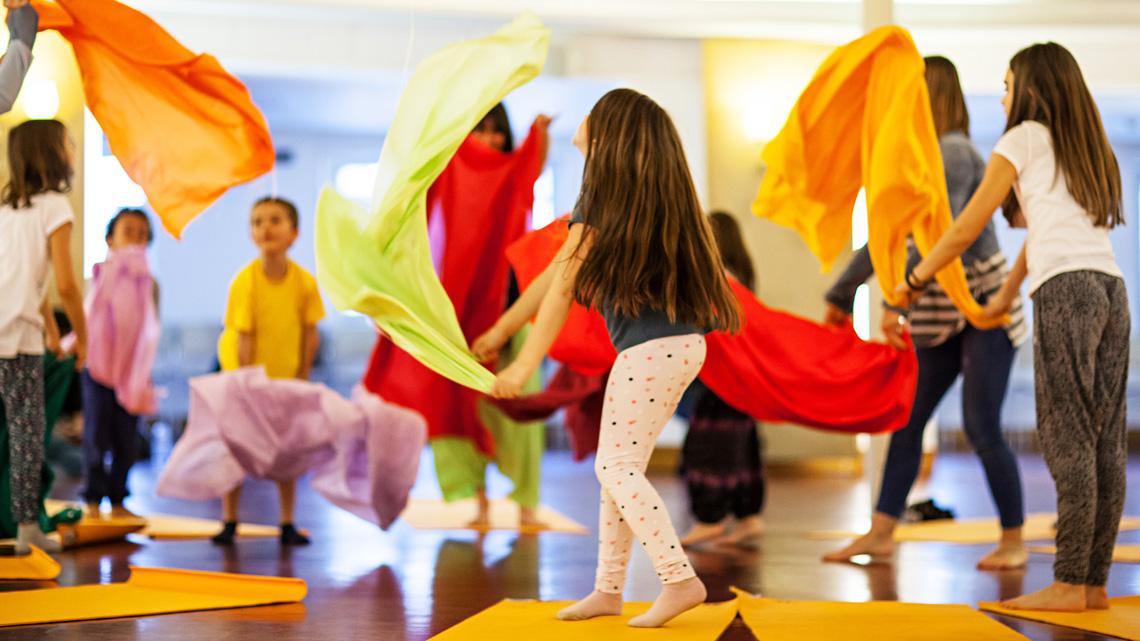 I benefici dello yoga per i bambini sono dimostrati