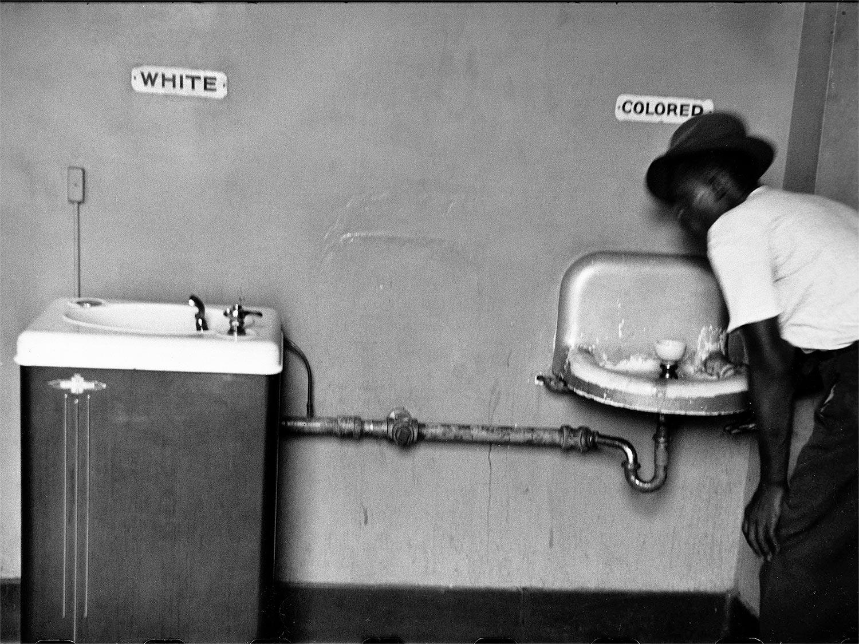 Uomini neri con enormi rubinetti