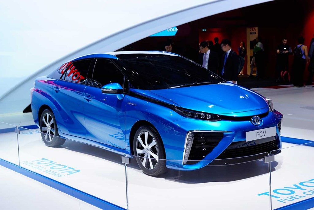 2015_toyota_fuel_cell_sedan_live