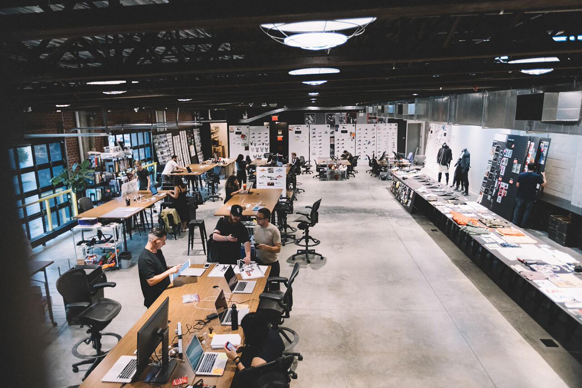 Laboratorio creativo di Adidas, materiali sostenibili e riciclati