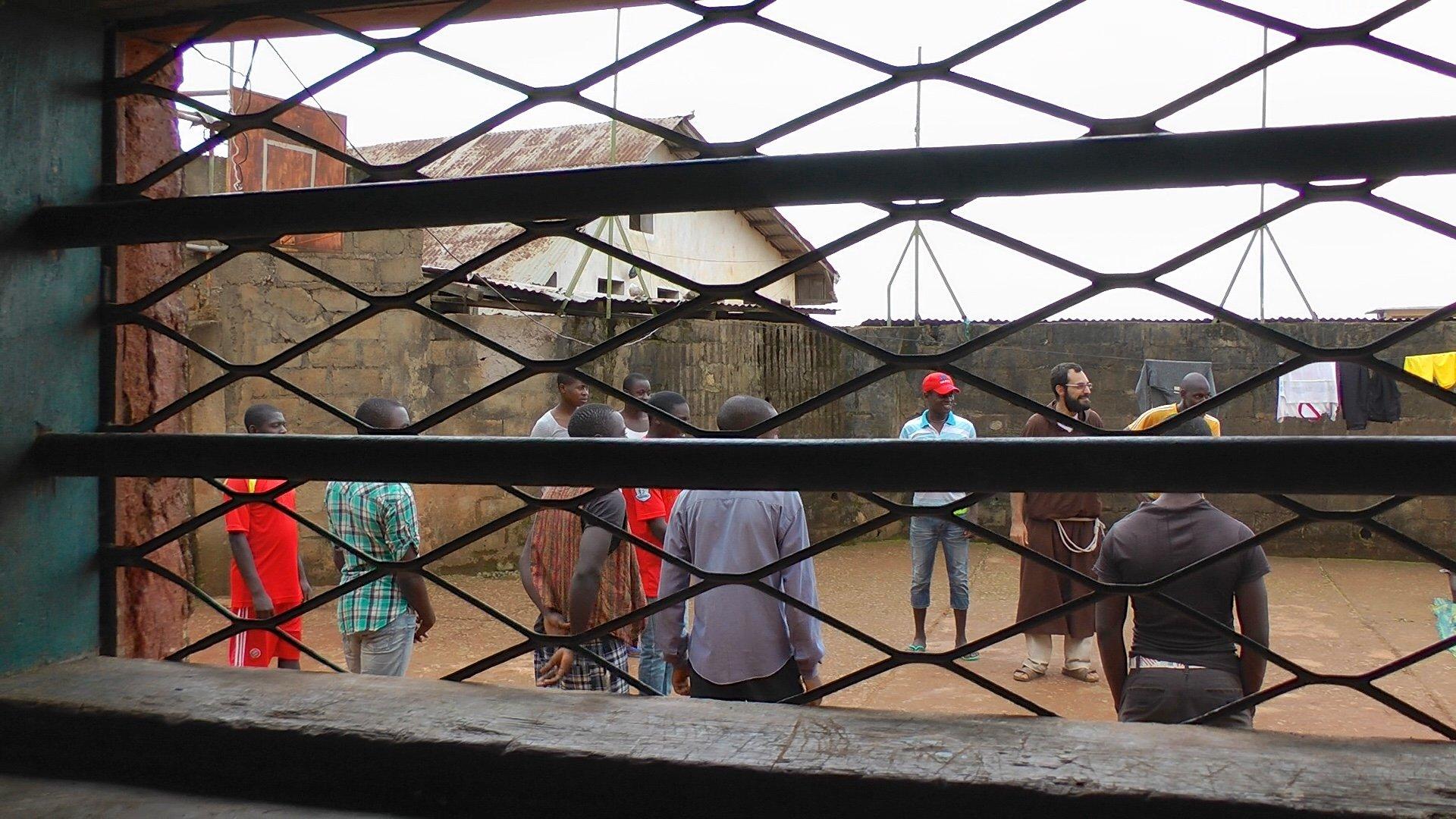 Il teatro sociale nelle prigioni del Camerun