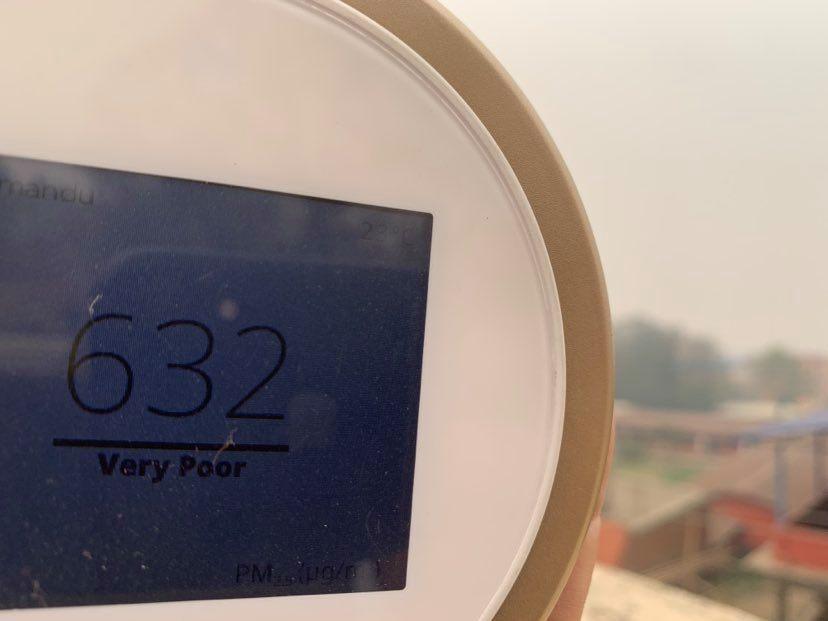 Gli incendi in Nepal stanno rendendo l'aria irrespirabile