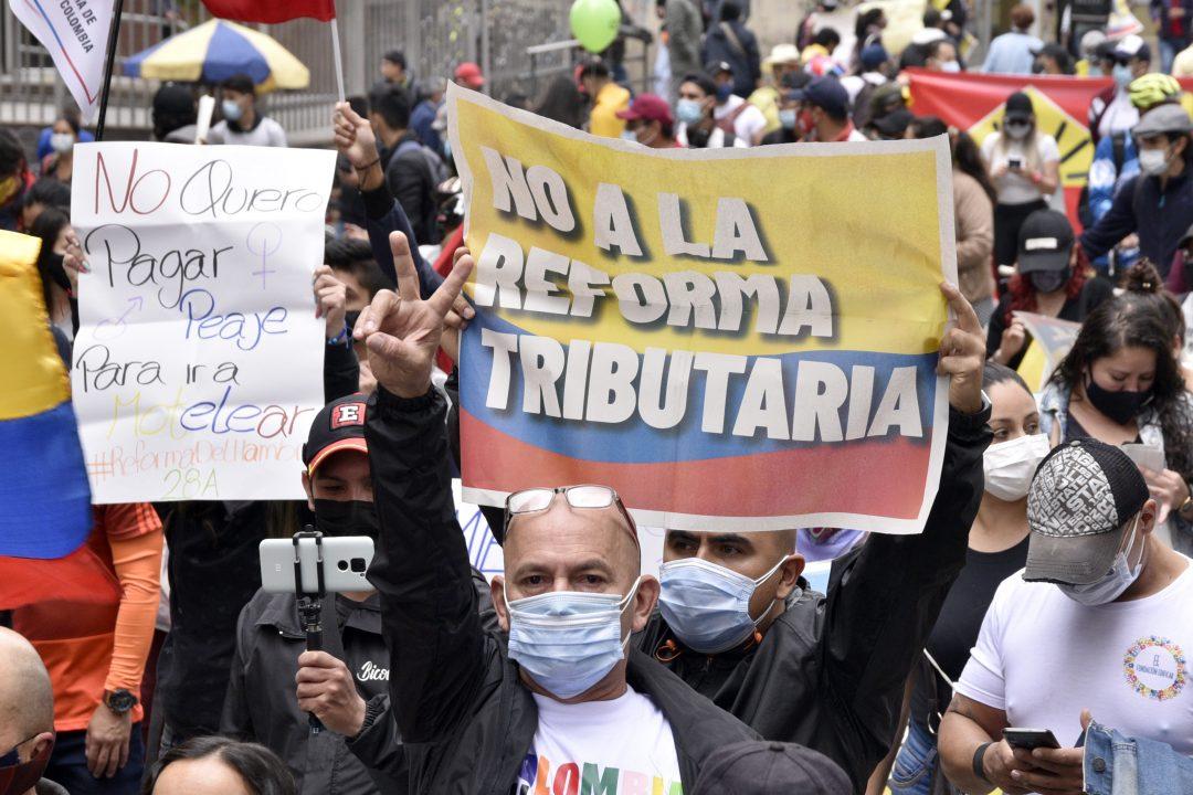La Colombia protesta in piazza contro la riforma tributaria
