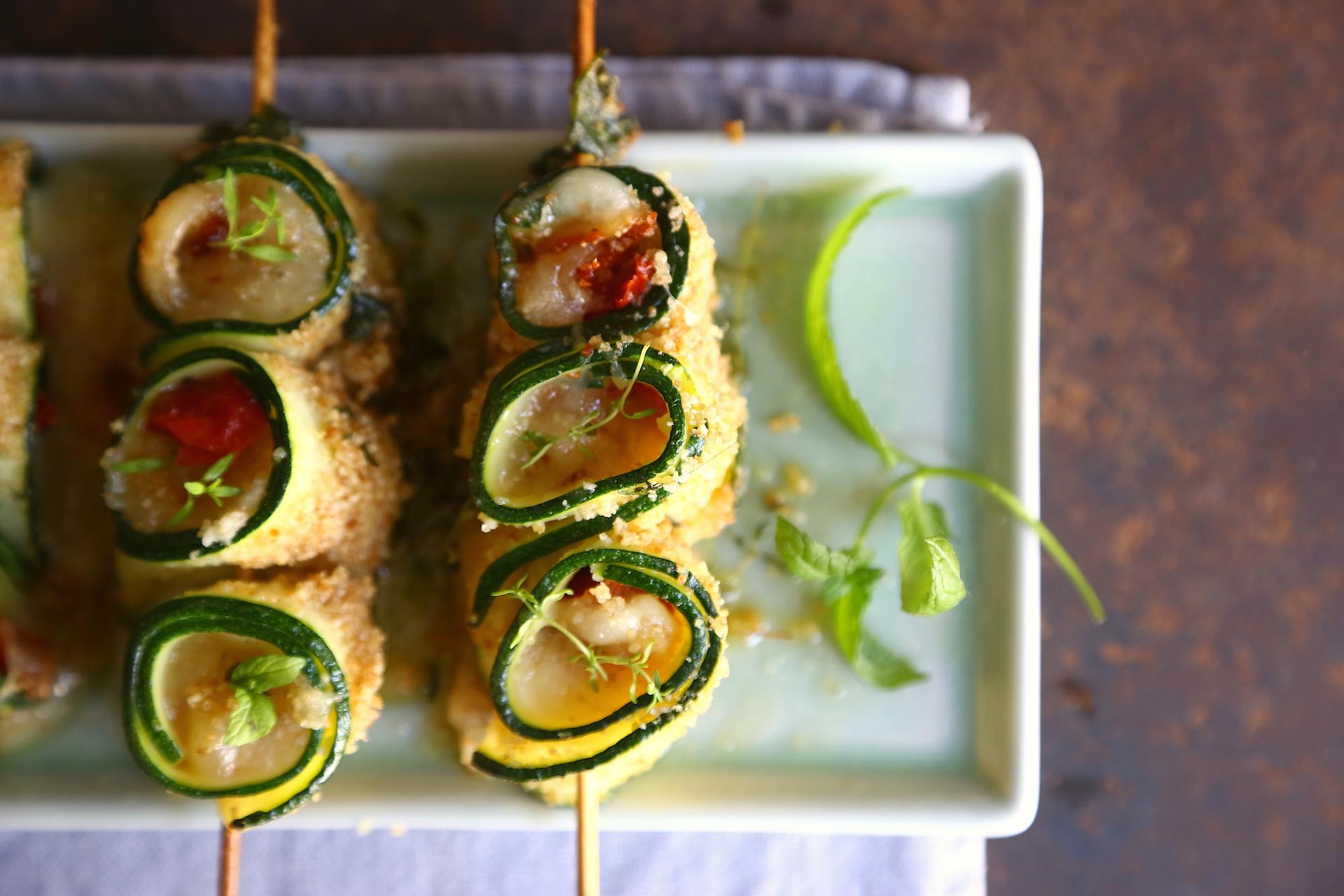 Spiedini di zucchina serviti