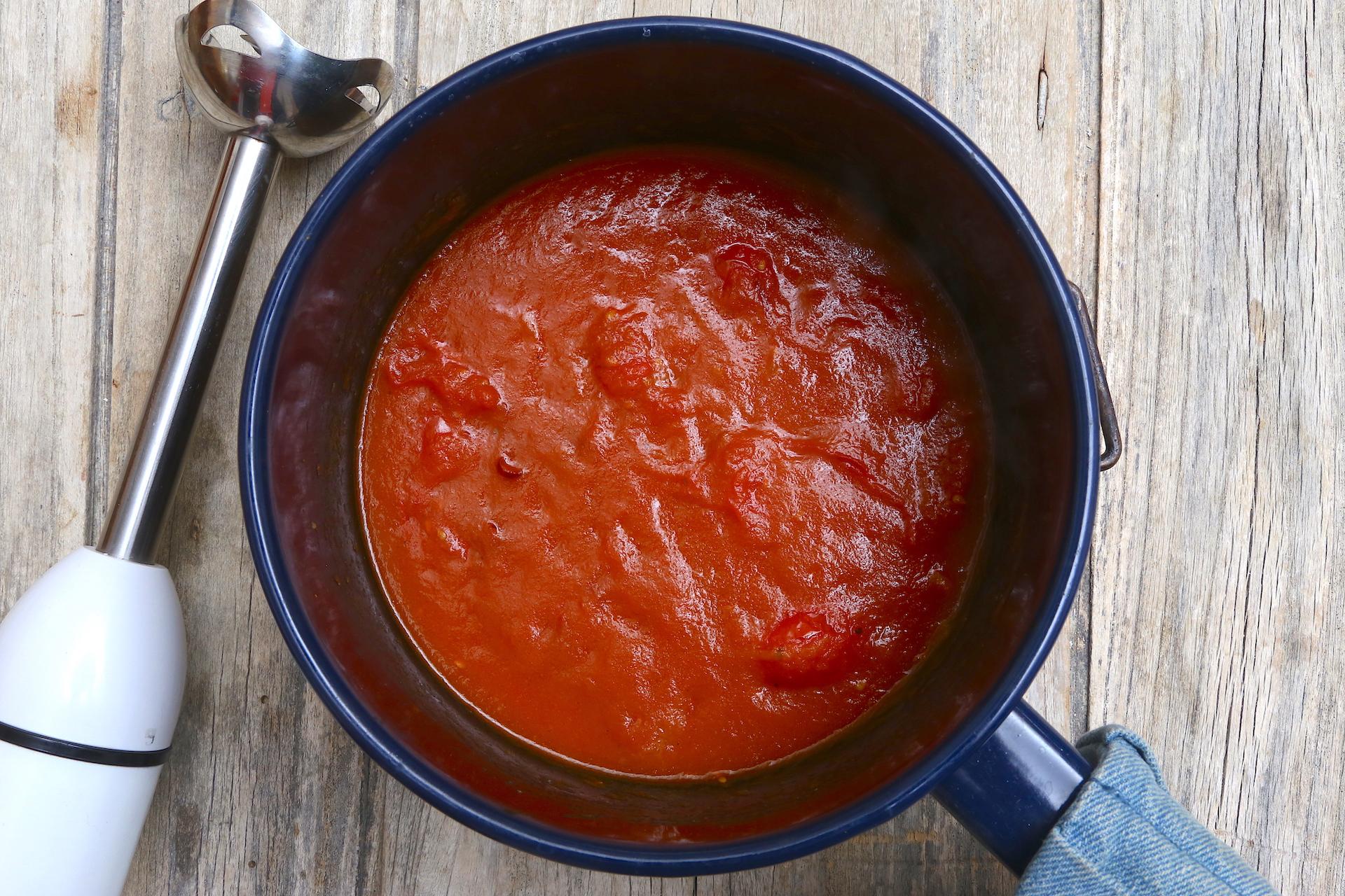 Frulla salsa e pomodori © Beatrice Spagoni