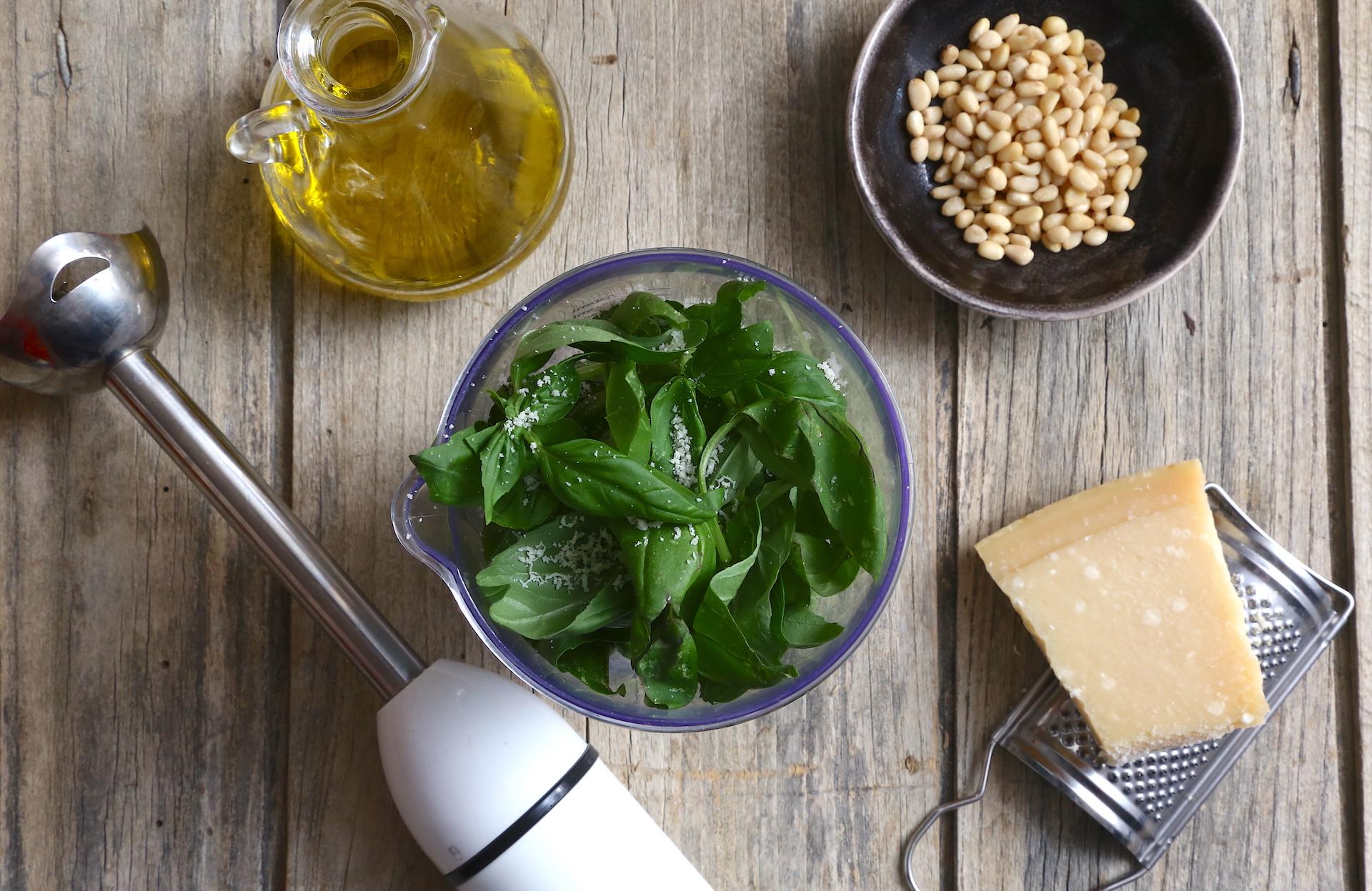 Preparazione salsa basilico © Beatrice Spagoni