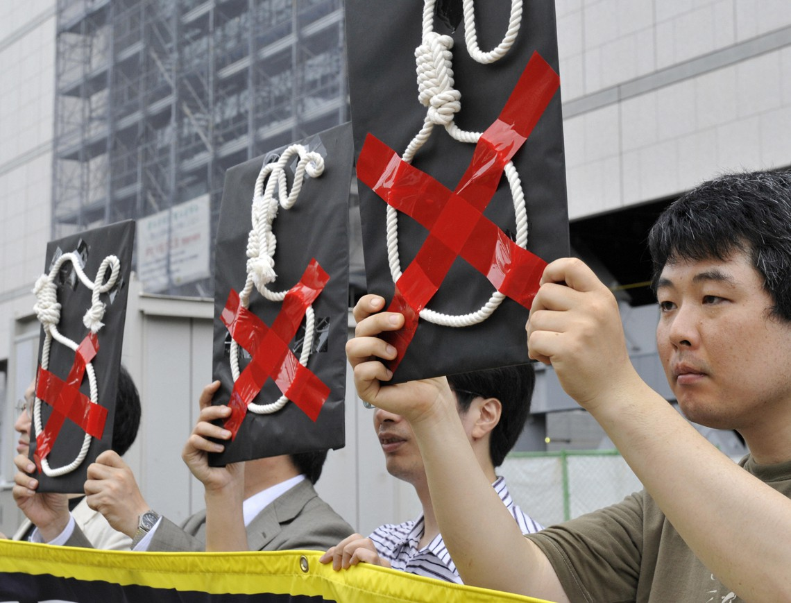 Attivisti di Amnesty International contro la pena di morte in Giappone, durante una manifestazione del 2009. Copyright YOSHIKAZU TSUNO/AFP/Getty Images