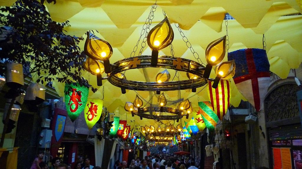 Festa de major de gr cia lo spettacolo di barcellona for Quartiere gracia barcellona