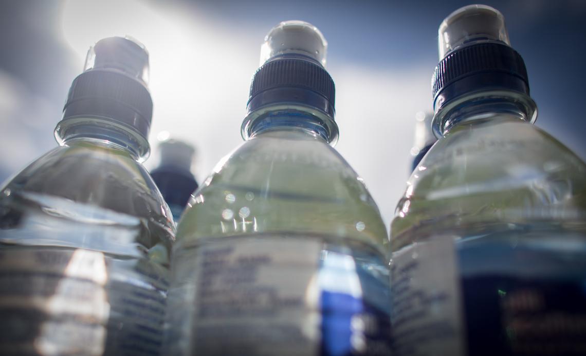 acqua bottiglia rubinetto