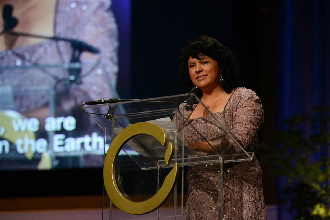 Berta Caceres premiata con il Goldman Prize