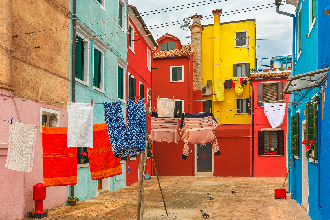 Citt colorate in italia - Facciate di case colorate ...