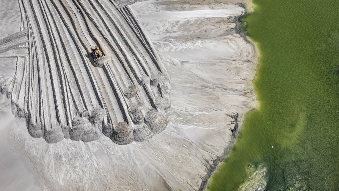 Miniera di fosforo. Film Antropocene