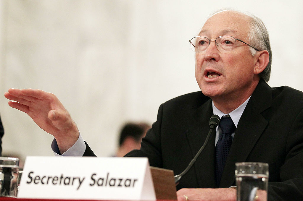 WASHINGTON - MAY 18:  Ken Salazar testimonia per l'incidente Deepwater Horizon  (Photo by Mark Wilson/Getty Images)