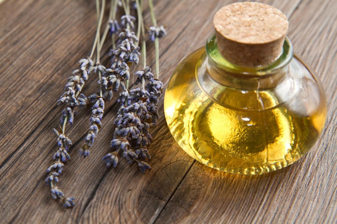 Olio essenziale di lavanda largamente utilizzato in aromaterapia