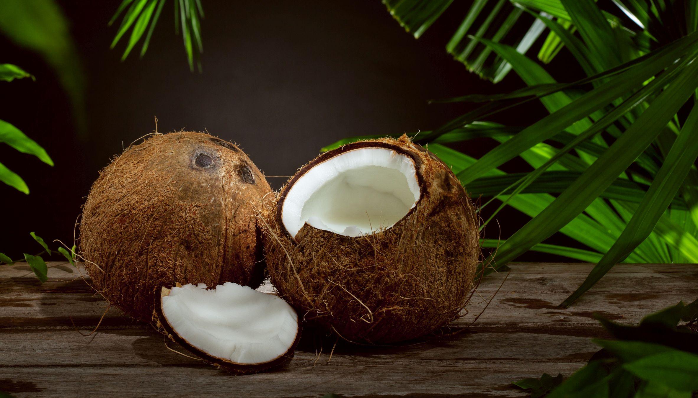 Acqua, latte, olio di cocco: proprietà cosmetiche, ricette di bellezza