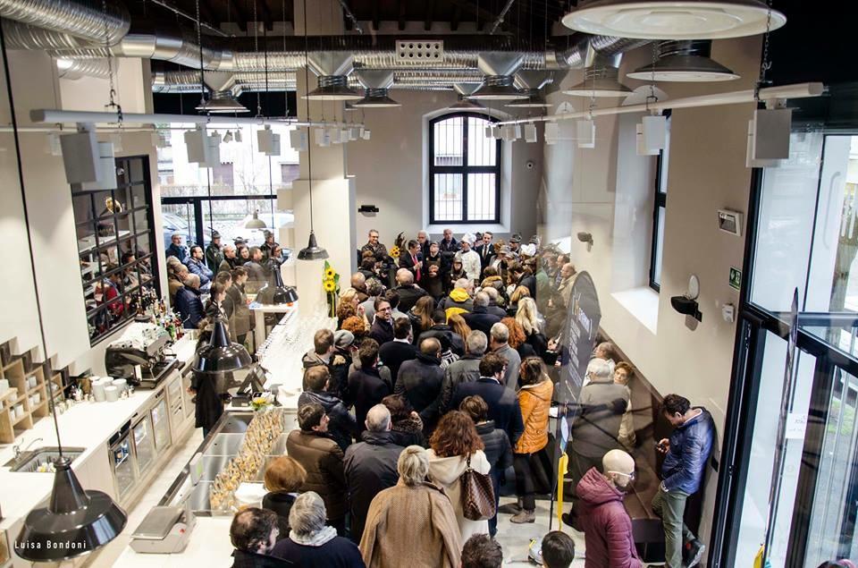 Sostenibilit ikea anche nei negozi di bari e brescia for Negozi di arredamento bari