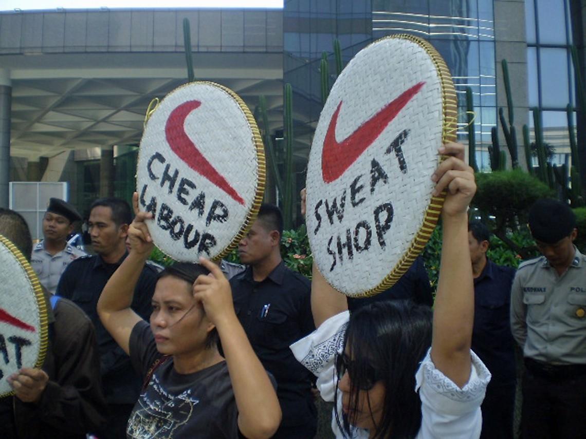 Proteste di lavoratori asiatici di Nike e Adidas