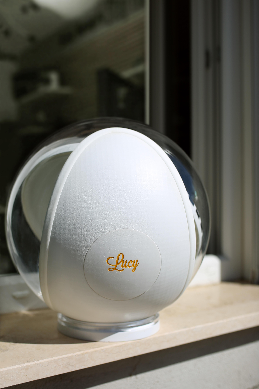Luce Per Esterno Senza Corrente.Lucy La Lampada Che Illumina Casa Senza Bisogno Di Elettricita