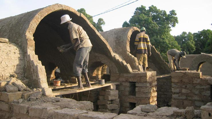 Case Di Mattoni Di Fango : Mali nuove case di fango per salvare gli alberi lifegate