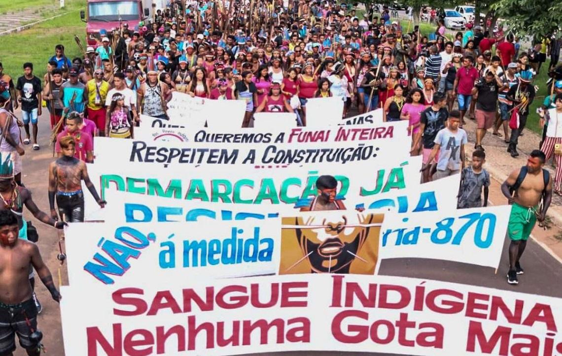 I nativi brasiliani marciano per chiedere diritti