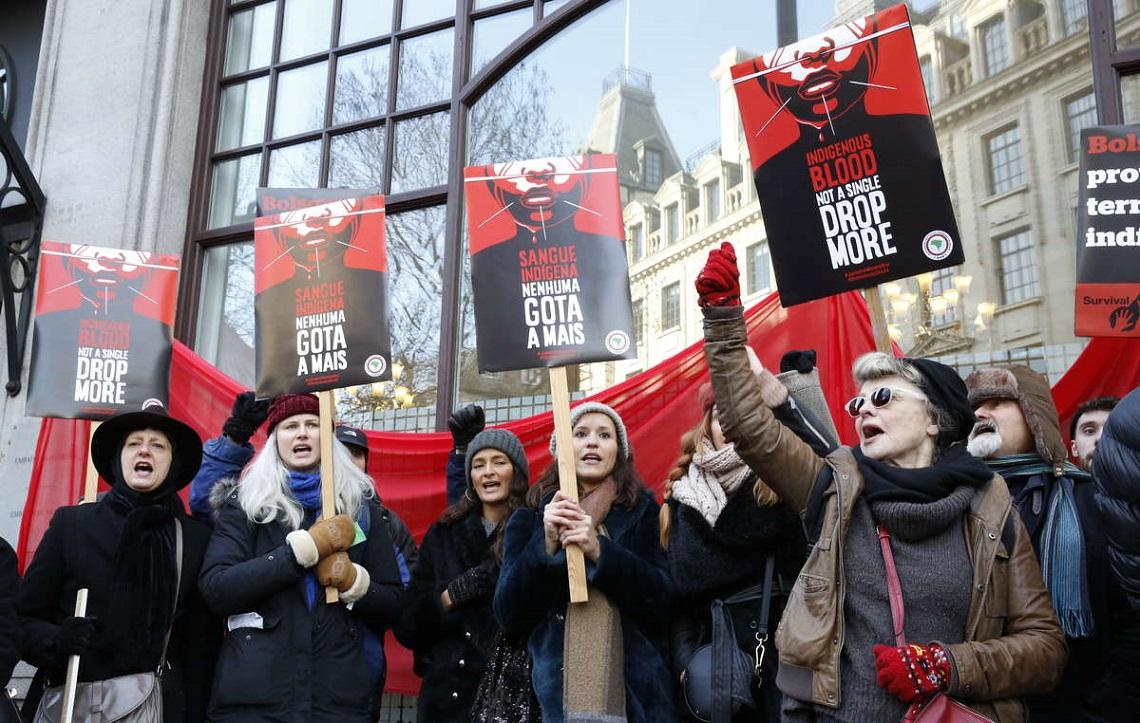 Proteste contro Bolsonaro a Londra