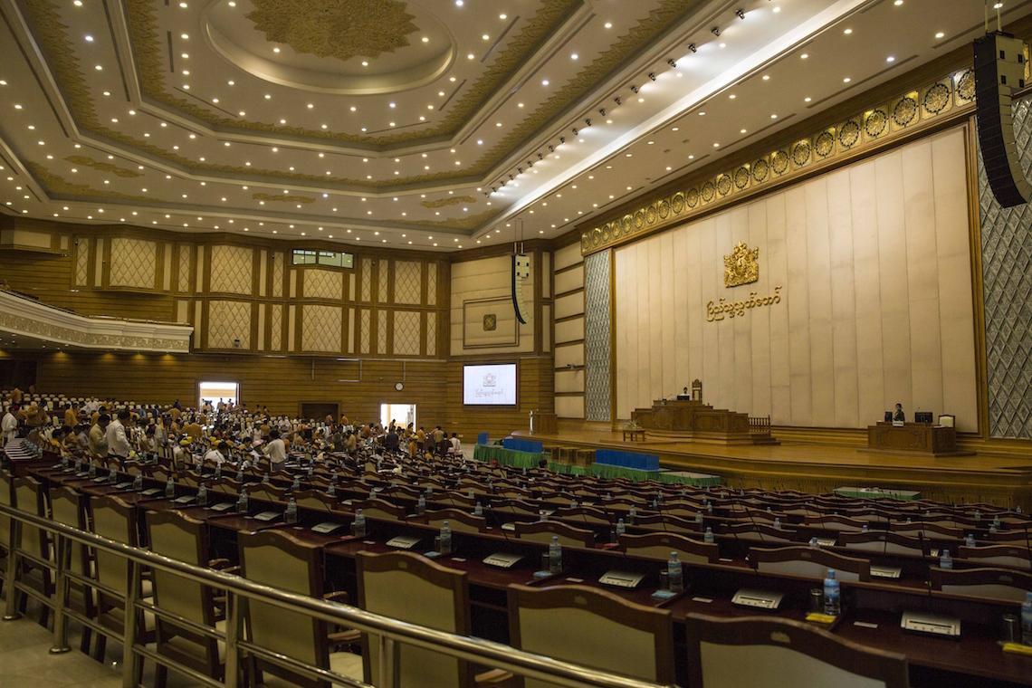 Chi htin kyaw il nuovo presidente della birmania for Le due camere del parlamento
