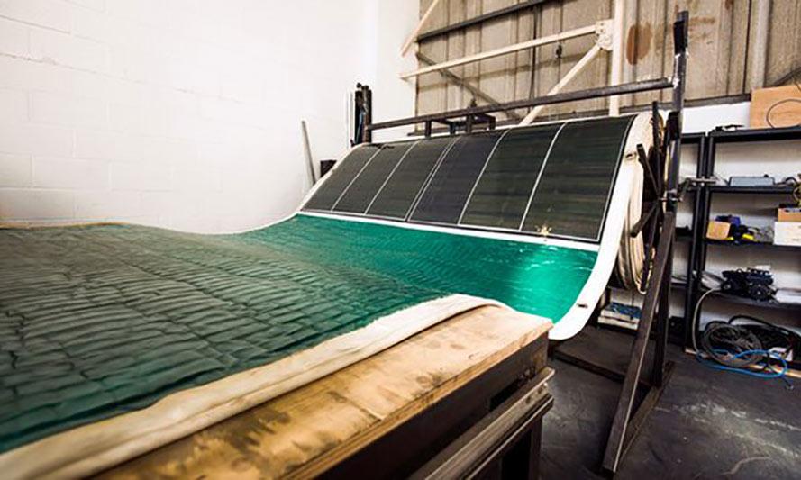 Pannello fotovoltaico flessibile e portatile roll array lifegate - Pannello fotovoltaico portatile ...