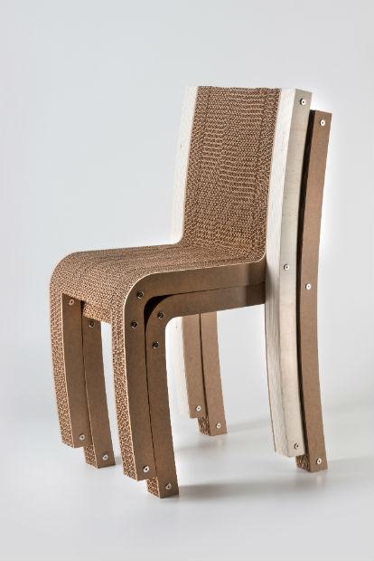 4ab5f96037 Inoltre tutta la collezione è costituita da sedie, tavoli, tavolini,  chaise-longue, librerie e complementi caratterizzati dalla possibilità di  ...
