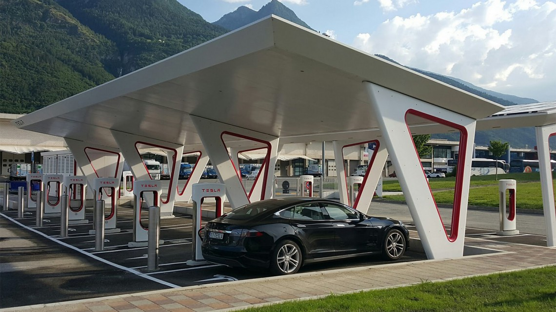 Tesla Supercharger Aosta