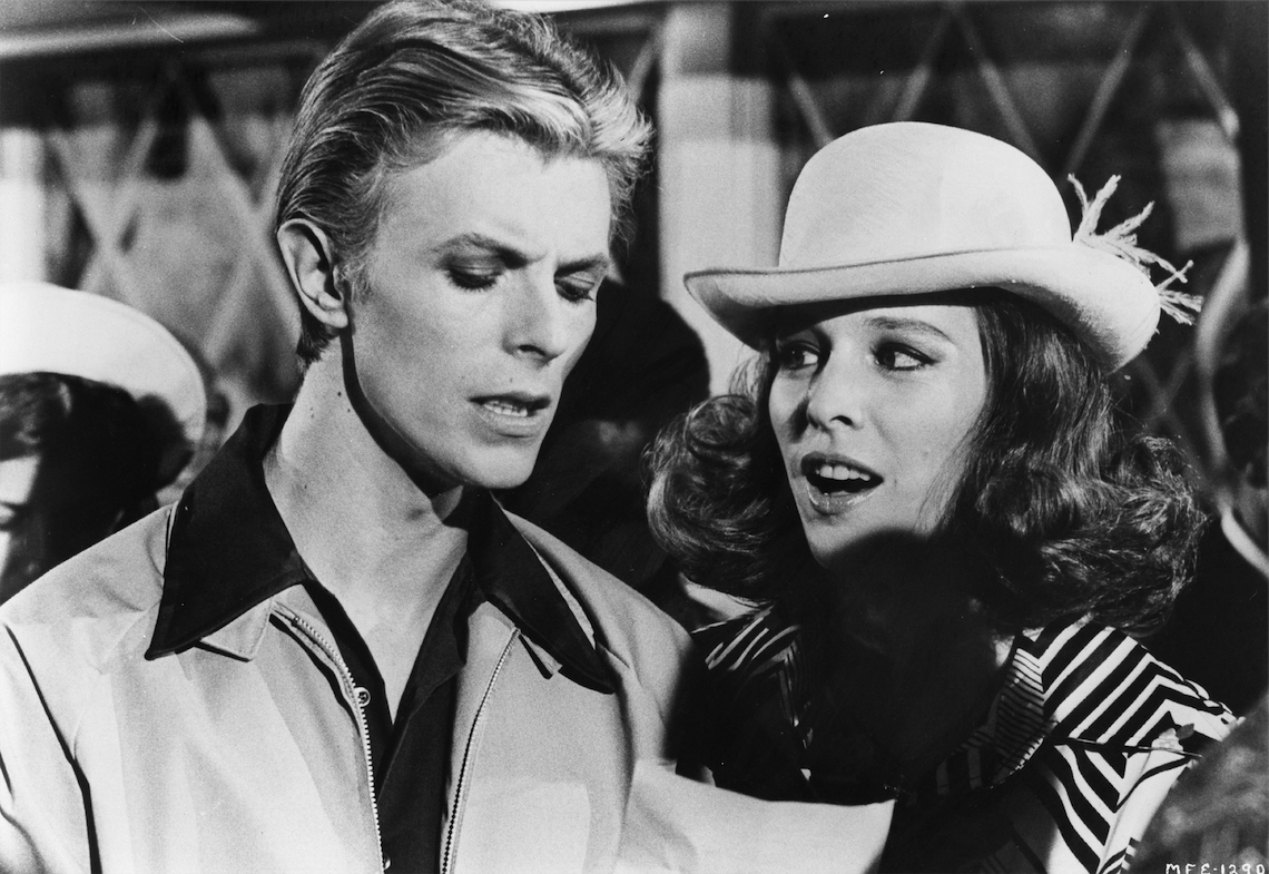 David Bowie e Candy Clark in una scena del film. Foto by Michael Ochs Archives/Getty Images.