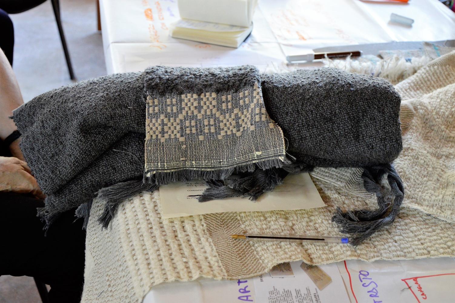 Abitare cangiari accessori per la casa etici e biologici tessuti dalle donne calabresi lifegate - Telaio da tavolo per tessitura a mano ...