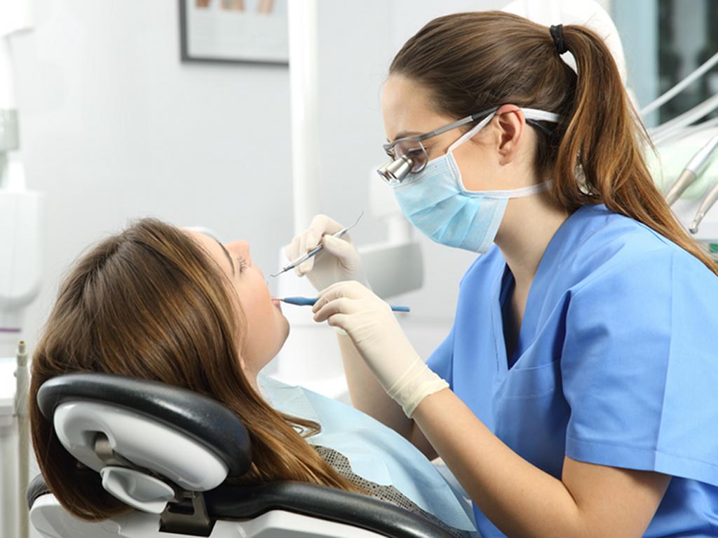 alitosi pulizia denti professionale