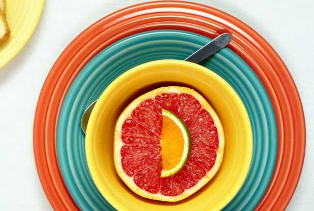 Piatti colorati per mangiare meno for Piatti da mangiare