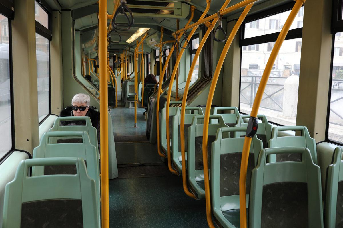autobus vuoto per coronavirus