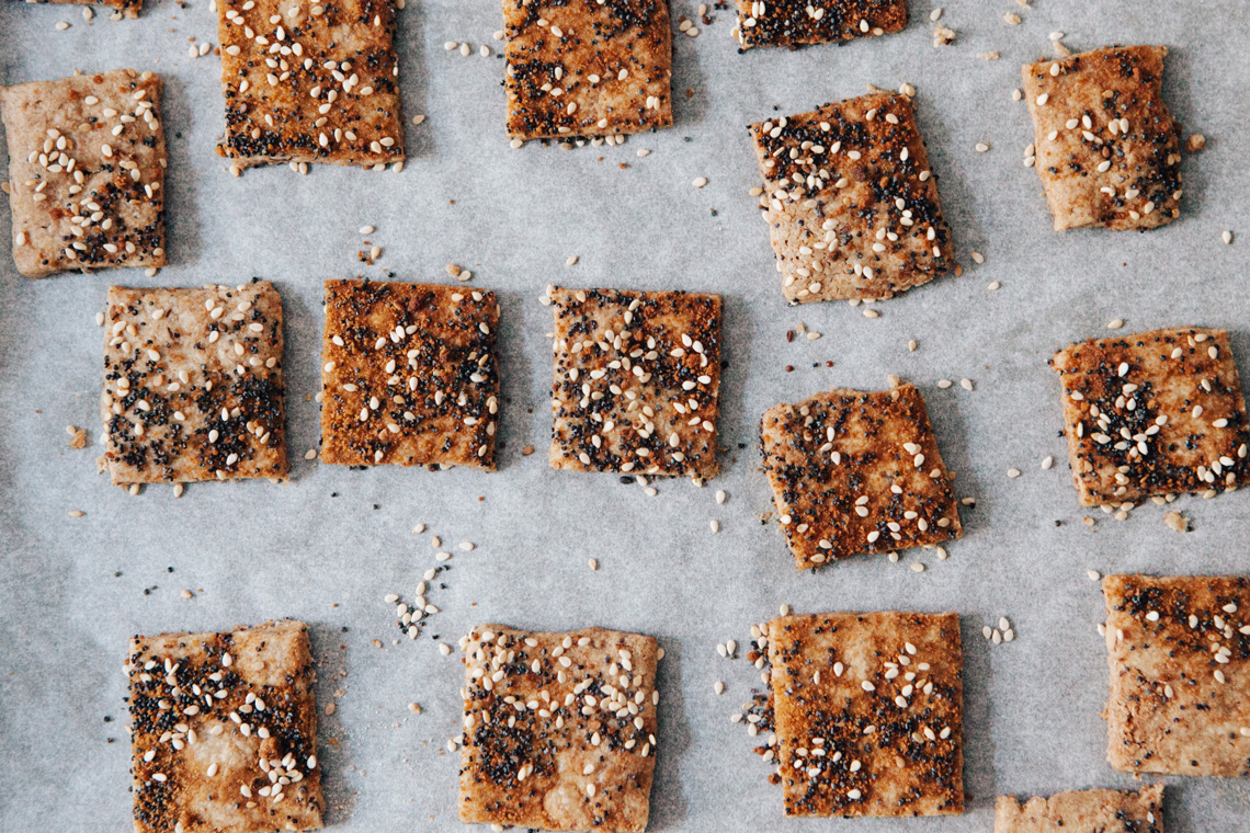 Biscotti di avena con semi di sesamo e di papavero