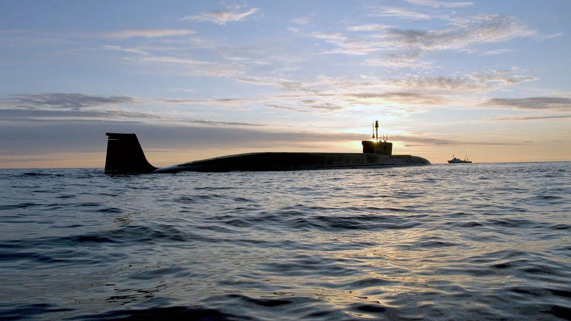 Nuovi sommergibili russi: questo è di classe Borei. I sottomarini della famiglia Progetto 955 come questo, di classe Borei, hanno 16 missili balistici RSM-56 Bulava con un range di 8.000 km. E ogni Bulava può contenere dieci testate nucleari.