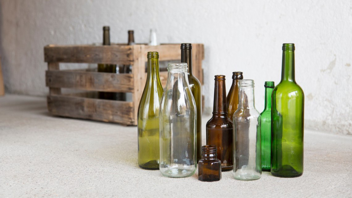 5 modi per riciclare le bottiglie di vetro  LifeGate
