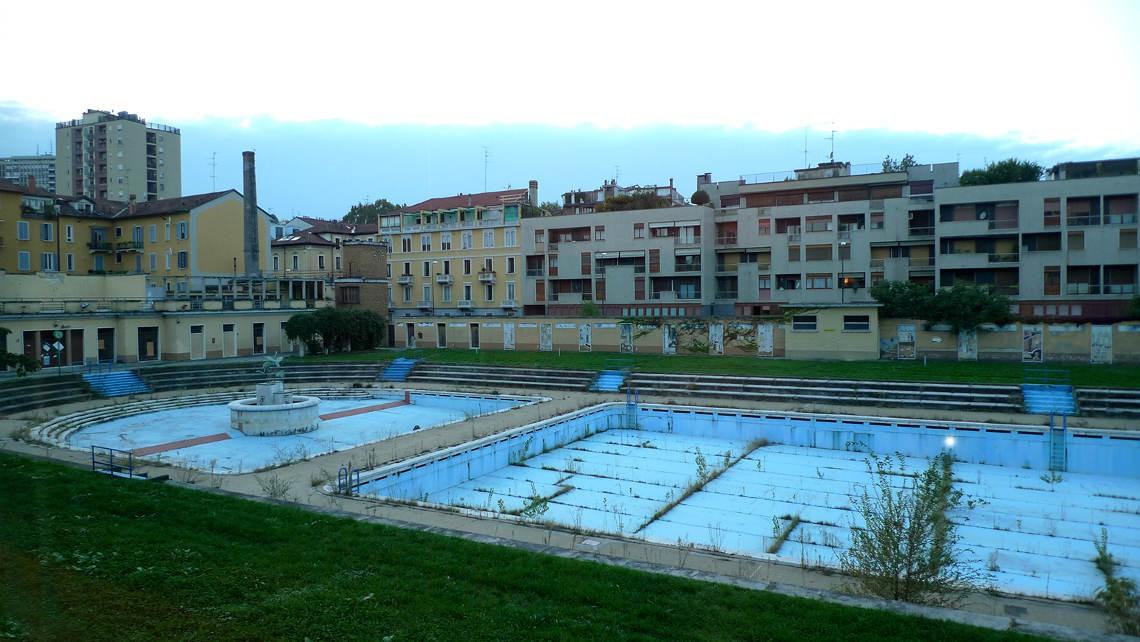 La piscina caimi di milano si trasforma nei bagni misteriosi - Immagini di piscina ...