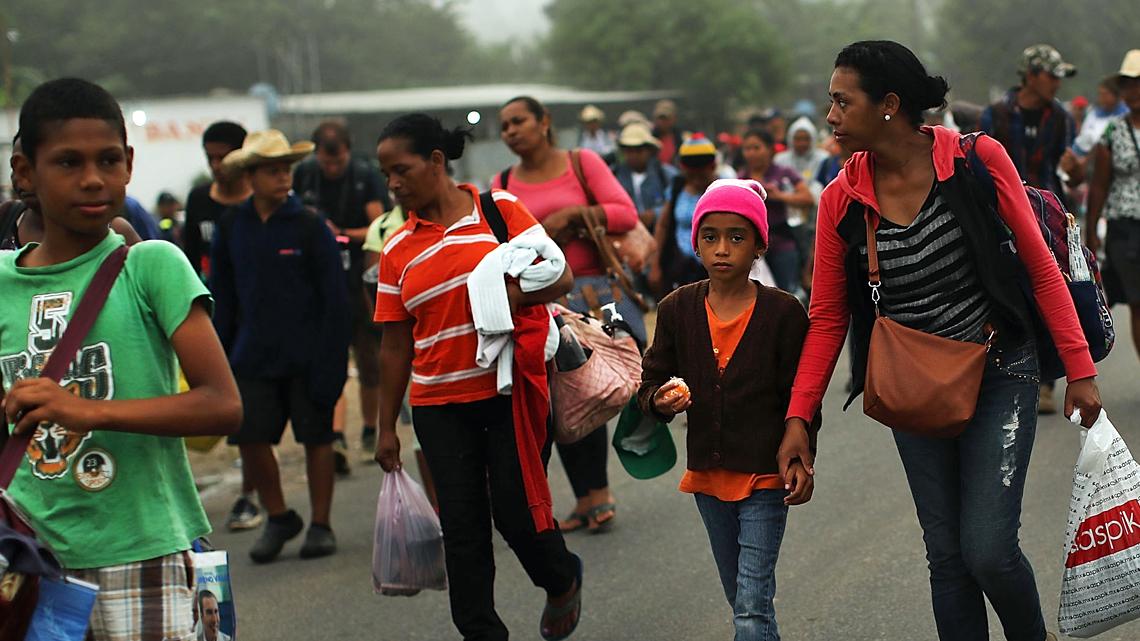 La carovana dei migranti è composta da molti rifugiati ...