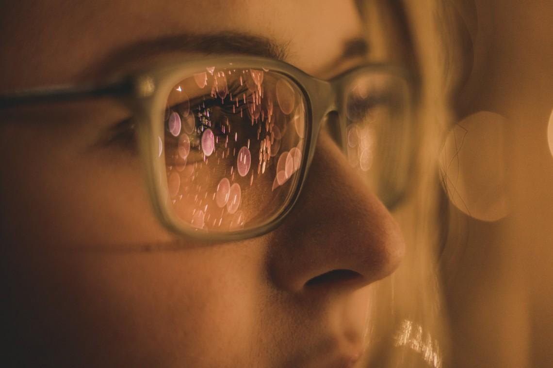 donna occhiali miopia