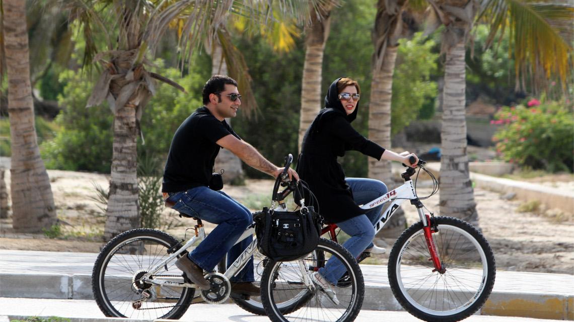 Iran La Ribellione In Bici Delle Donne Contro La Fatwa Dellayatollah