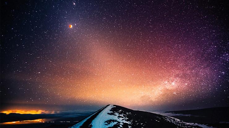 Le bellissime foto della prima eclissi di luna del 2014 for Foto bellissime