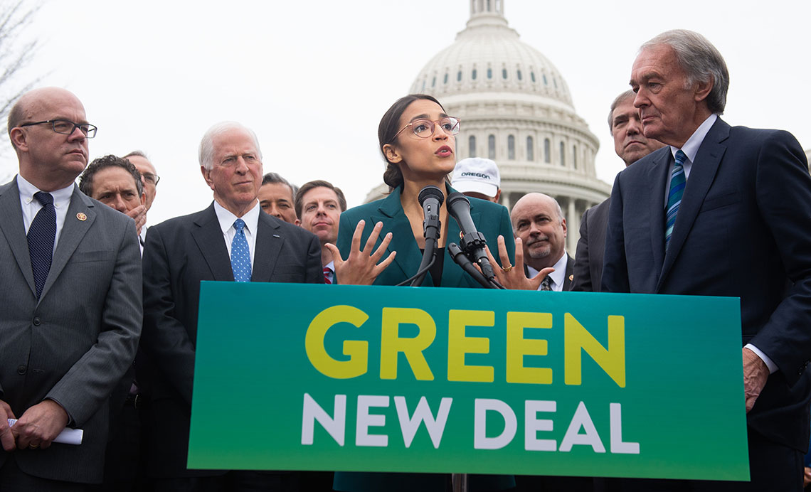 Alexandria Ocasio-Cortez e il senatore Ed Markey presentano a Washington il Green new deal © Alex Wong/Getty Images