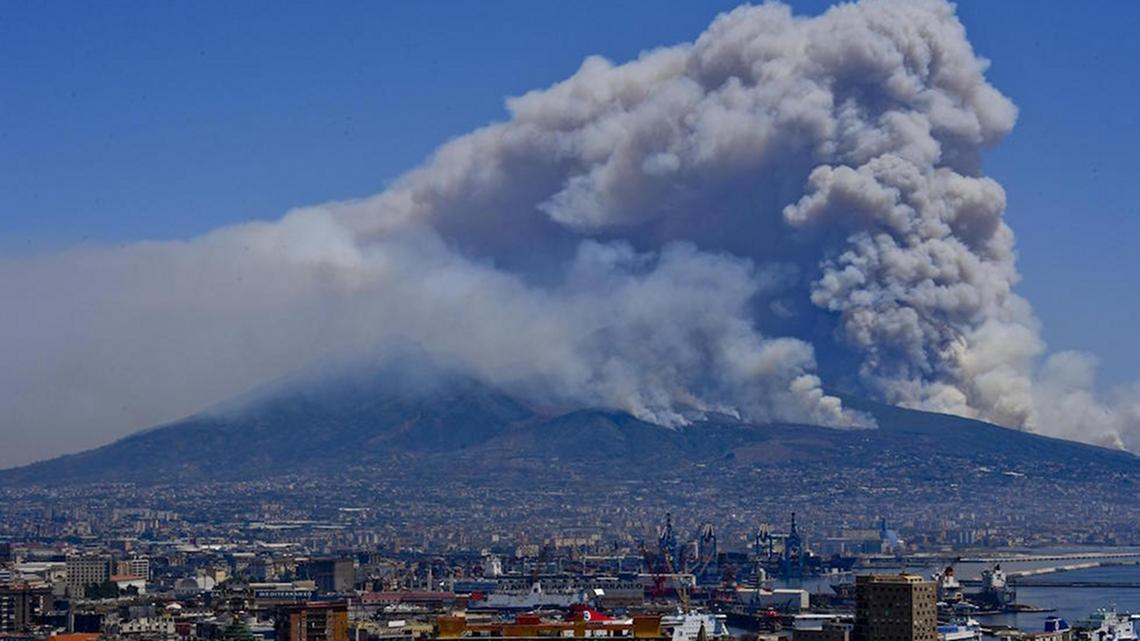 Cosa è Successo Davvero Sul Vesuvio E Perché Brucia Ancora