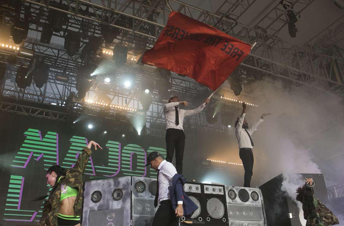 Major Lazer bandiera Universe Coachella