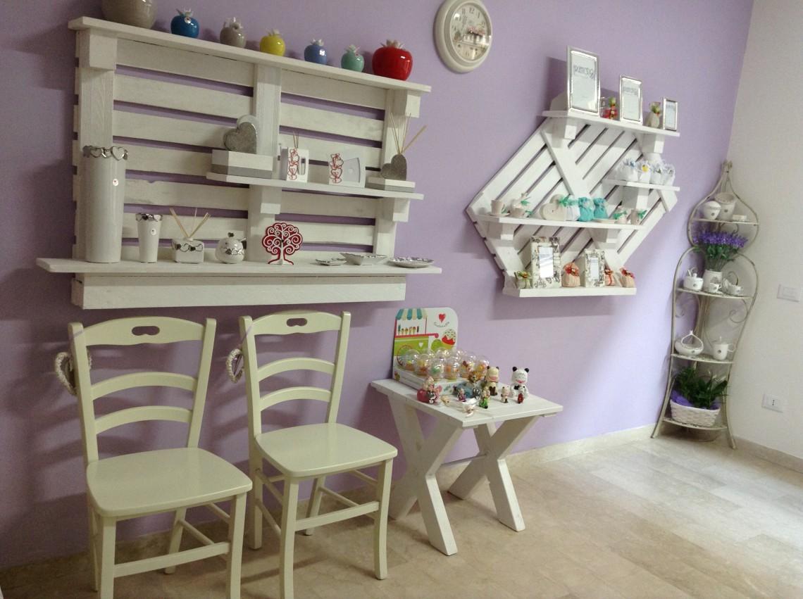 Soluzioni salvaspazio per ridurre gli sprechi in cucina - Mobili con bancali in legno ...