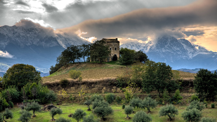 old-abandoned-house-mountains-gran-sasso-abruzzo-italy-by-giovanni-di-gregorio