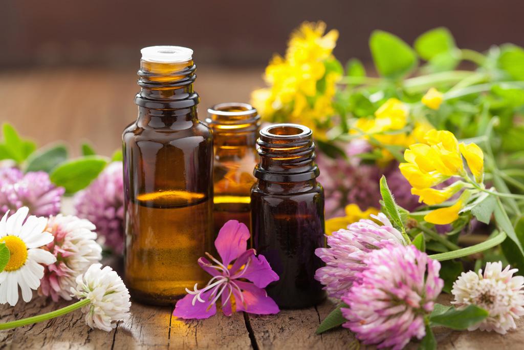 oli essenziali piante fiori