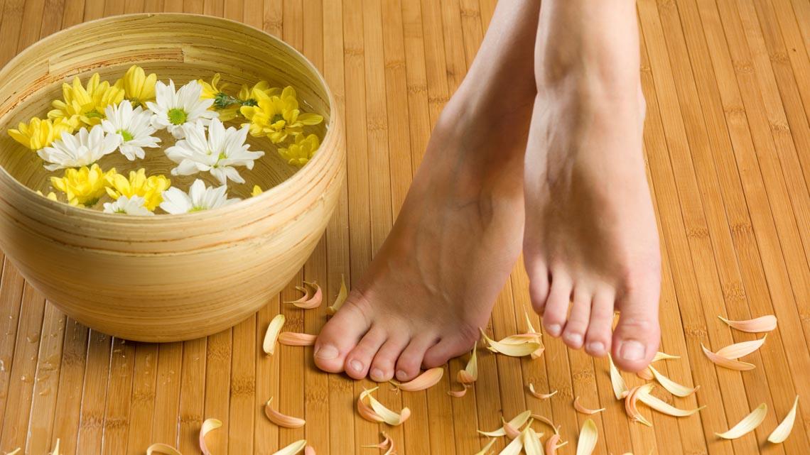 Come avere piedi perfetti con i rimedi naturali e la for Bocca mani piedi si puo fare il bagno