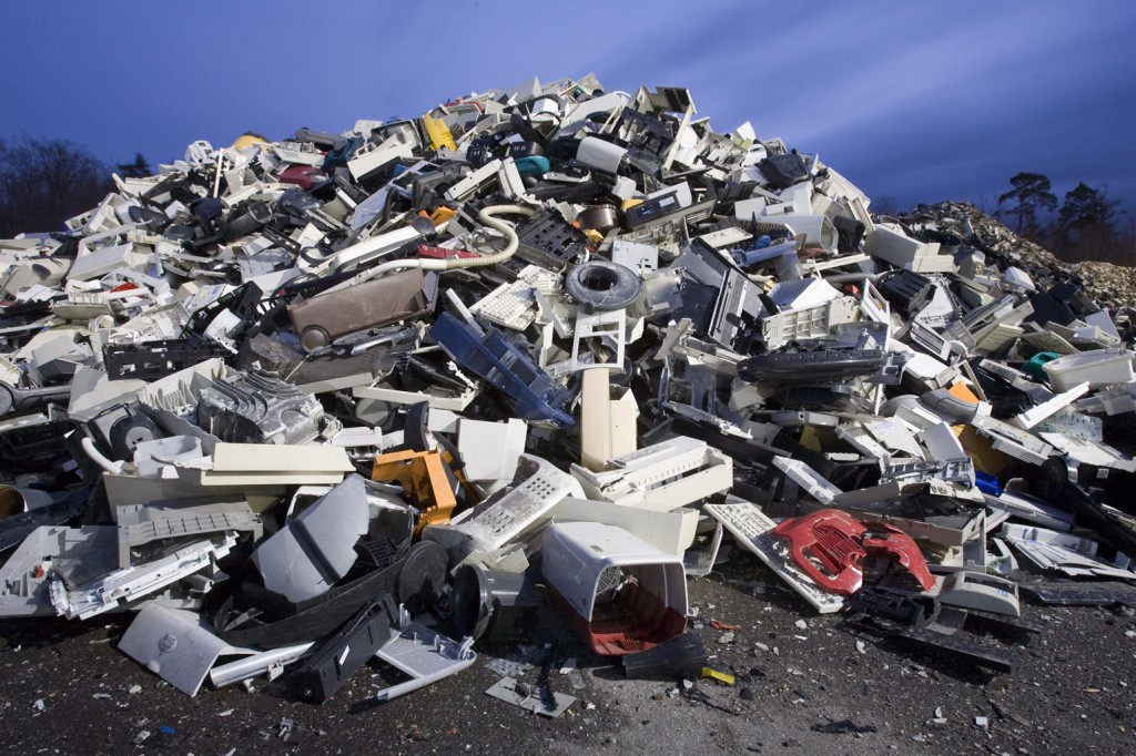 plastics-from-e-waste-from-national-geographic-photographer1